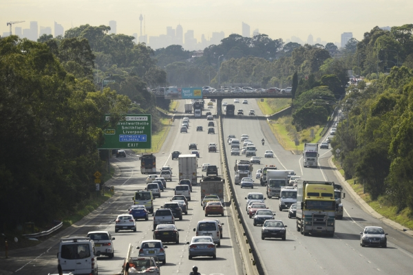 Cars travelling towards the Sydney CBD.